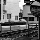 丸いミラーの中の電車
