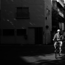 日溜まりの中の自転車