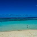 波照間の青い海に立つ人影