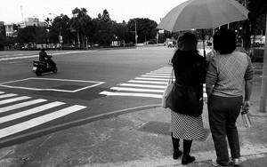 傘とバイク