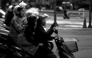 二人乗りしていた女性