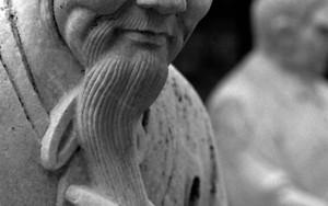 石像の笑み