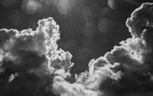 太陽と雲と島