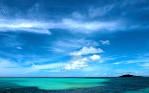 青い海と大神島