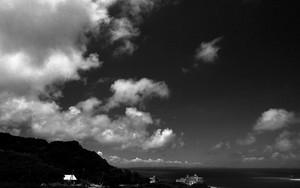 岬の突端のホテルと雲たち