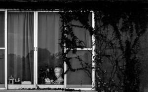 窓際にあった女性の彫像