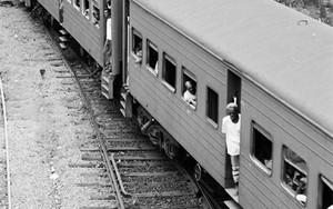 列車がゆっくりとやってきた