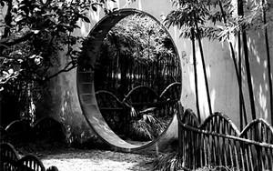 滄浪亭の円い門