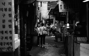 Dim Narrow Street In Seoul