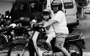 バイクに乗った母娘
