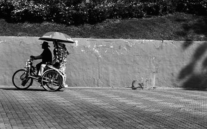 Trishaw Goes With An Umbrella