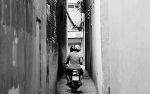 Motorbike Runs The Lane