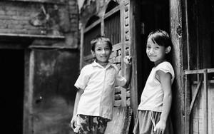 路地にいた穏やかな顔の少年と少女