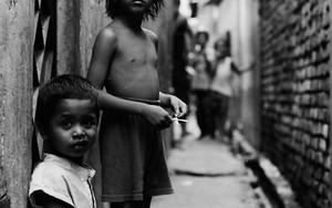 路地裏の子供