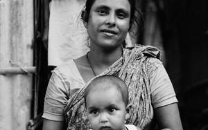 穏やかな笑みを湛えたお母さんと赤ん坊