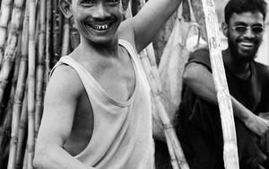 笑う労働者