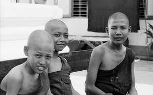 Three Young Monks Were Ralaxing