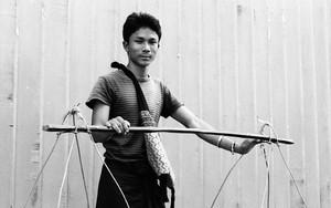 青年と天秤棒