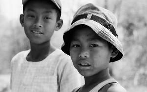 帽子を被ったふたりの男の子