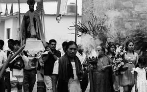 パレードの中の煙