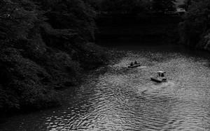 乾濠に浮かぶボート