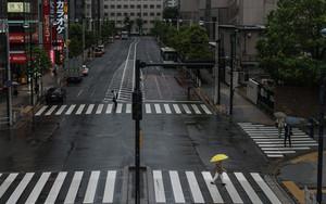 横断歩道の黄色い傘
