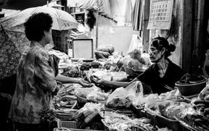 小さな市場の八百屋