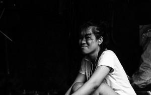 町工場で働く若い女性