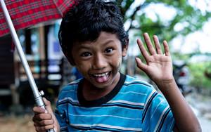 傘を持った男の子