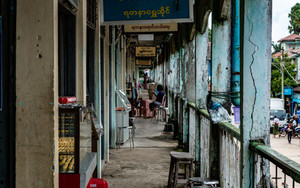 Tranquil Corridor In Market