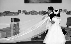 結婚式の男の子と女の子