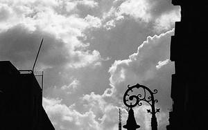ラテンアメリカ・タワーのシルエット