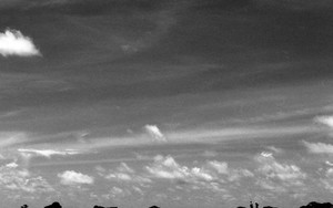防波堤に人影がふたつ