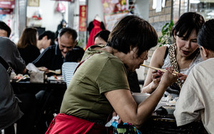 People In Yongle Market