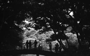 千鳥橋の上の人々
