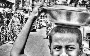 Metal Tray On The Head