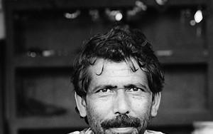 髭モジャの男