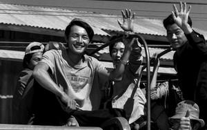 トラックに乗った労働者たち
