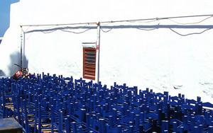 ミコノスの教会の椅子たち
