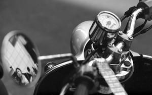 バイクのハンドルとミラー