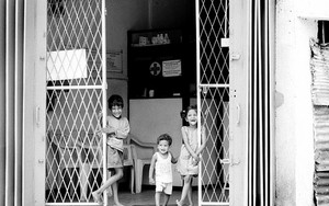 Three Kids At The Gate