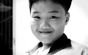 微笑みを湛える男の子