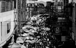 Throng In Quiapo