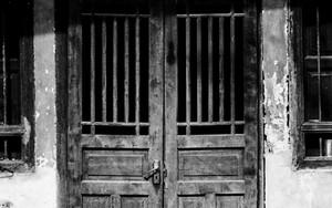 チャイナタウンで見かけた古ぼけた扉