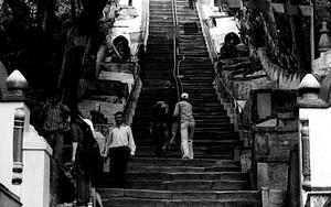 スワヤンブナートの長く険しい階段