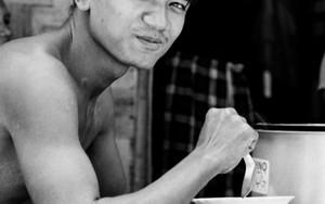 モヒンガを食べる男