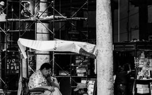 広場の靴磨き台