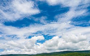 青空と力強い雲