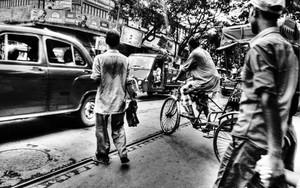 横断する人々