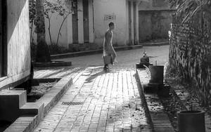 路地の若い僧侶